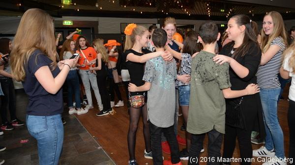 In @dekentering  #rosmalen was gisteravond de #oranjedisco van @SJVRosmalen