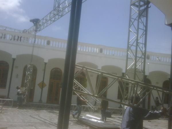 #ciespalmovil Desmontando estructuras luego de un evento realizado en el Centro de Arte Contemporaneo en Quito #cac