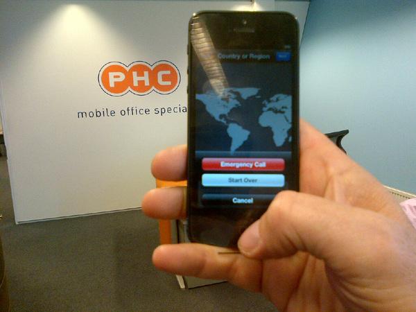 Ik heb 'm! De #iphone5 hierbij http://phc.nl in eindhoven. Wat een klein en dun toestel zeg en heeeeeel licht