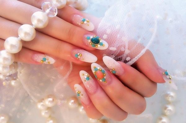 ホワイトグラデーションスカルプに珊瑚とターコイズでモロッコ風ネイルが人気  本日nail空きございます 西葛西ネイルサロンLEANANI✩http://nail-leanani.com ☎0368086534