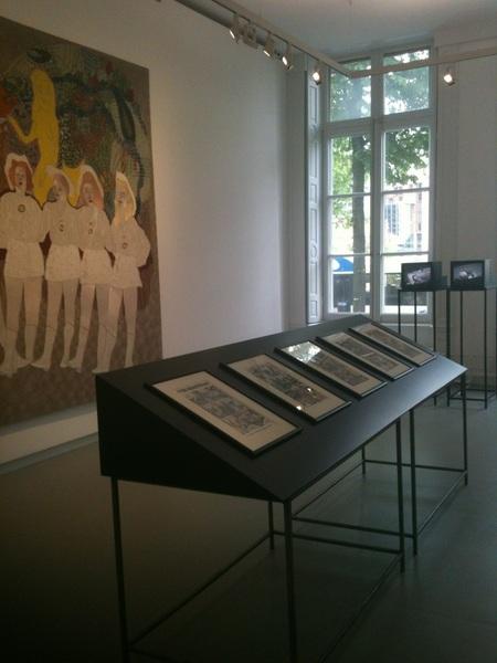 Rondje Amsterdamse galeries, daarna door daar De Appel. Het nieuwe onderkomen is fraai, de eerste expositie zozo...