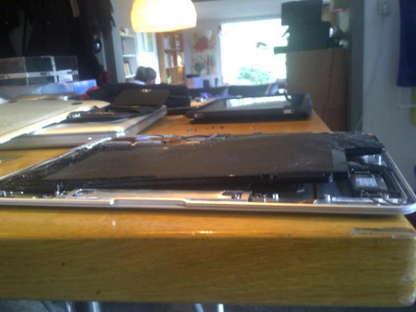 Batterij Aplle Macbook air is 3x zo dik geworden #fail zonder garantie