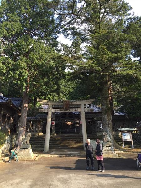 実家そばの松崎八幡宮に初詣で。おみくじは下の子が大吉で私が小吉。今年は年賀状の出し先をだいぶ抑えたのですが皆様良い一年になりますようにの気持ちは変わらず持っとります。おはようございます。