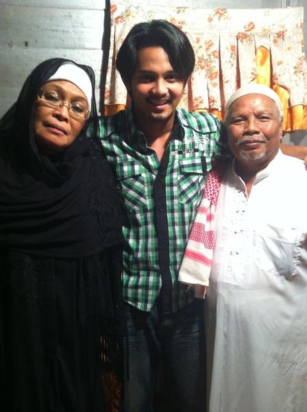 Mak & ayah muda.. Mak= Maimun talib.. Ayah= Tawel pelakon PREBET LAPOK :) otai