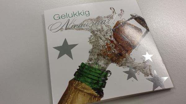 Kijk nou, gewoon een echt kaartje (bij de post dus) van @erikhogeboom en @elkana_. Dat is nog eens attent.