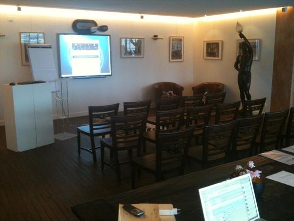 Klaar voor @newmediabrains training in het Wereldmuseum Rotterdam. Gave locatie!