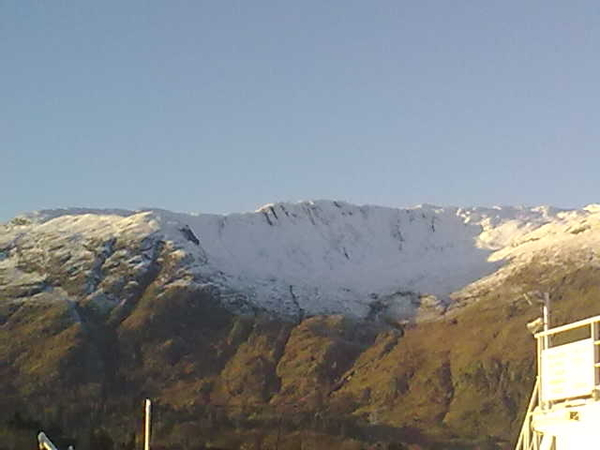 Lochaber scenery turning it on today with icing sugar dusting on the corrie at Ardgour. #uksnow #ph36