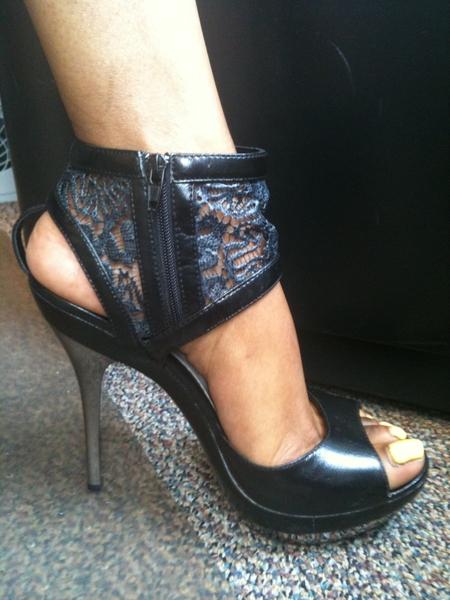RT @JStarrRabbit @R0yal3 u should #twitpic those heels! Lol *sneaky face* ➛ 