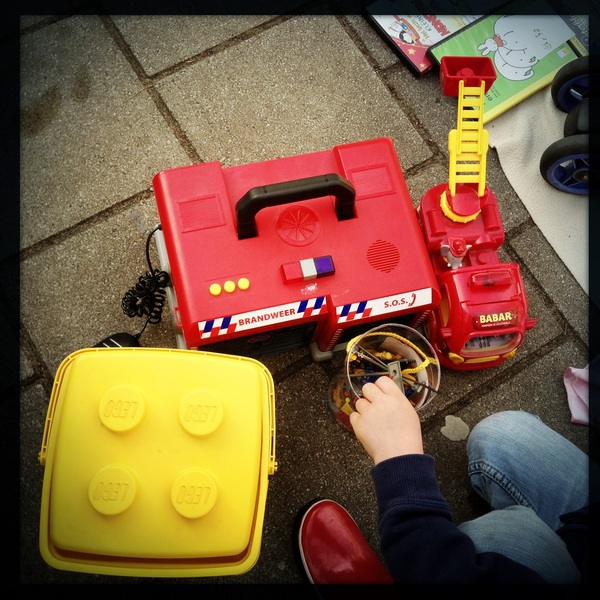 Queens day bargains: 7€ for a fire station, Firetruck and a lego bin!