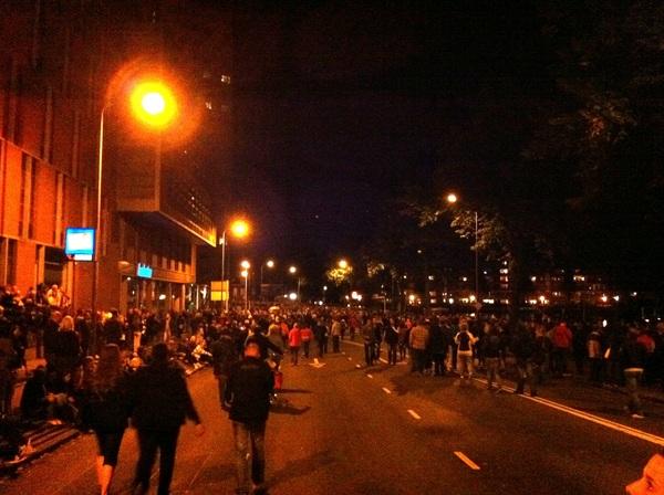 We zijn niet de enige die het vuurwerk gaan kijken midden in de stad.