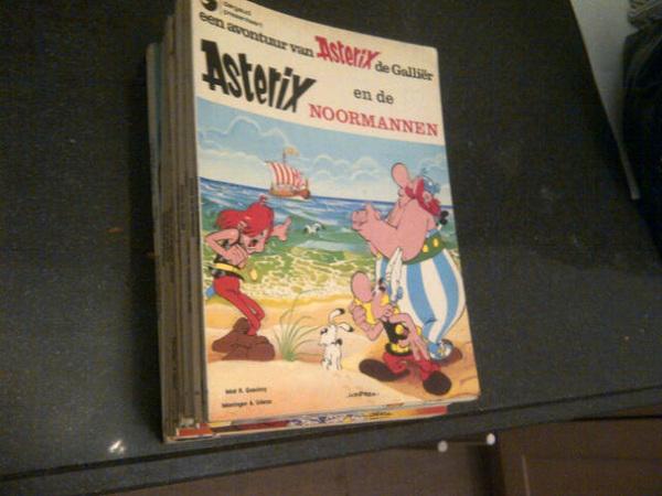Wat een tof kado van broers @robtuitert en @bastuitert! Een hele serie orginele Astrix&Obelix stripboeken.