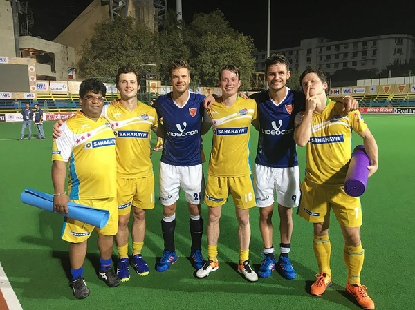 Nice first win with @dabangmumbaihc (4-3)! Good to see this Dutch fellas again @sevevanass @sanderbaart @wouterjolie #DilSeDabang #TheAlphas #5points #pinto