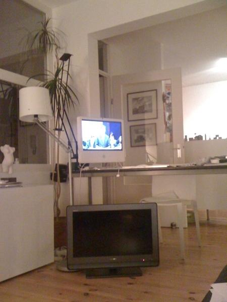 Heeft TV voor niets. Kijkt debat op iMac via www.tweedekamer.nl . Werkt perfect.