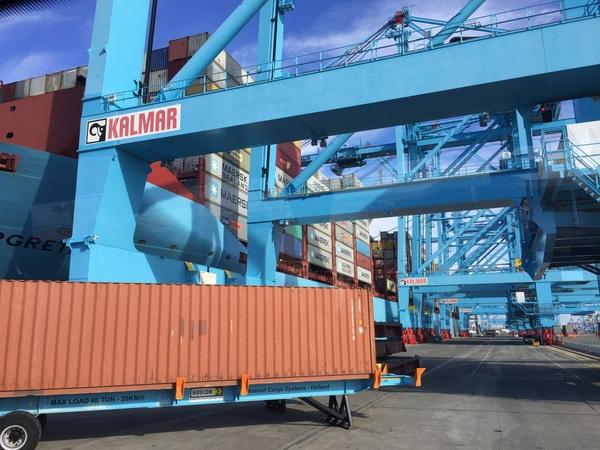 Container terminal Maersk, automatische elektrische robots