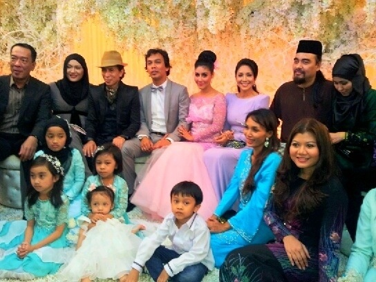 At wedding reception@EllaAminuddin & Captain@azharzz #diva #celebritywedding #weddinggown #rizmanruzaini @iamZianaZain