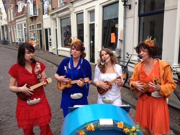 RT @Wimzegt #Koninginnedag2012 Bloemendalsestraat #033 19.30