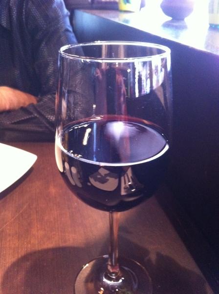 Nada como comer tapas con un buen vino