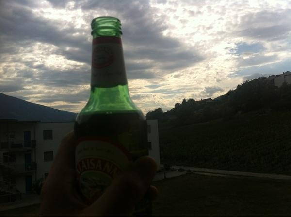En we zijn er. Nu eerst een biertje op het balkon.
