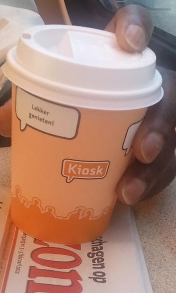 Gratis koffie en thee door #ns. Lekker. Wanneer mijn trein ook nog op tijd rijdt, ben ik helemaal blij. @ns_online