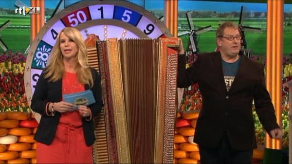 Trots op: Henk Kuik met grote manshoge Fiers #accordeon in #ikhouvanholland, 5 minutes of fame #malden