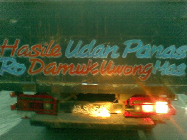 Tulisan di bak truk