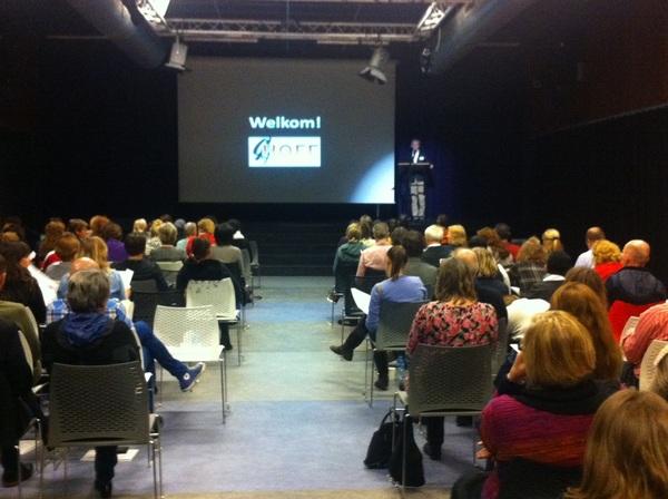 Directeur Simon Baars heet iedereen @ het Haags OnderwijsFilmFestival #HOFF @DiamantCollege