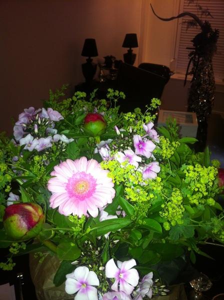 Van de buurman heel lief een bos bloemen gekregen, was niet nodig! #adhoc