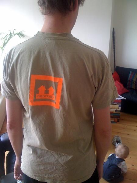 Mocht u mij te laat zien. Dit is de achterkant van mijn shirt. #damtotdam