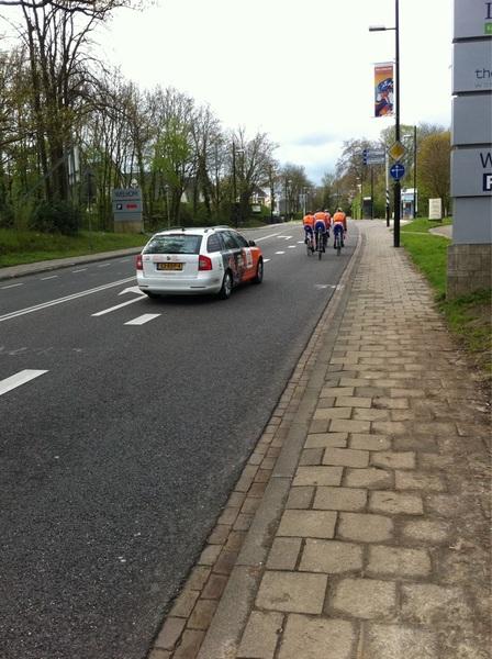 Lekker rondje aan het fietsen, kom je #KNWU selectie tegen op de Cauberg! #zoef