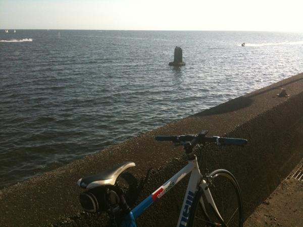 逗子海岸の辺り。水上バイクうるさい。迷惑。