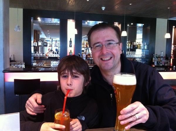 Nach einer schönen Runde Golf, einen kühlen Drink im Clubhaus geniesen, Prost!