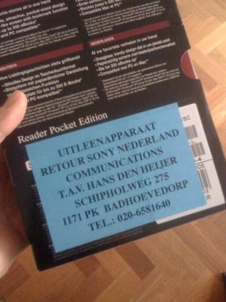@postbus31 helaas zit er weer zo'n vervelende sticker aan de achterkant, damn!