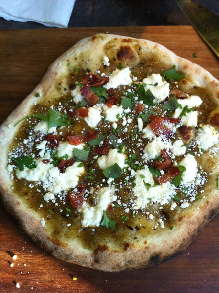 Fired up my little woodburning oven to make my salsa verde-goat cheese pizzas with bacon, herbs & queso añejo