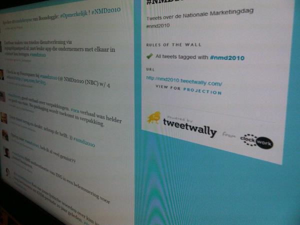 Is dat tweetwally.com handig? Hier gebruikt om alle #nmd2010 tweets te verzamellen