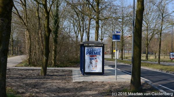 Onderweg gezien: @shertogenbosch maakt oversteek Deken van Roestellaan #rosmalen onveiliger door plaatsen bushokje