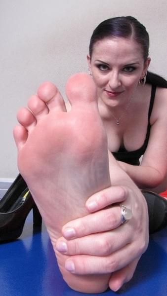 #iPhone5 #Wallpaper #Goddess Caroline Pierce SUPER CLOSEUP #Feet #Toes #Soles Nice #Boobs