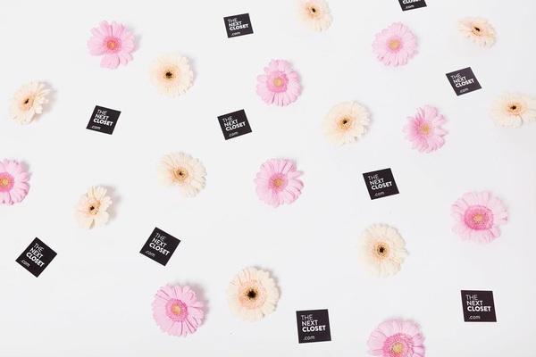 Favorite things: zomer, bloemen, The Next Closet 😉🌸 hoe ziet jouw top drie eruit? #summerwardrobe #favoritethings #flowerpower # designerweer #preloved #preowned #secondhand #thenextcloset