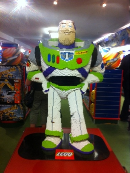 Buzz lightyear van Lego in harrods