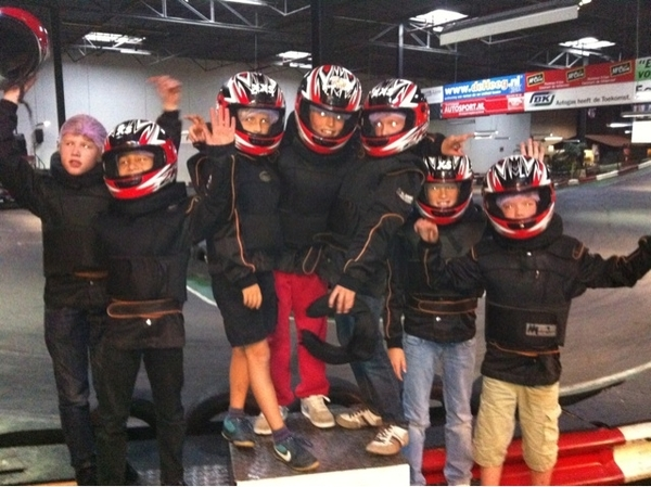 Piet's 3 in 1 bday party: karting, sleepover, swimming! Lots of fun!