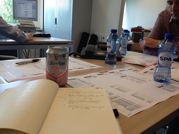 Waarom ik nou toch bier kreeg tijdens de meeting en de rest water is me een raadsel.