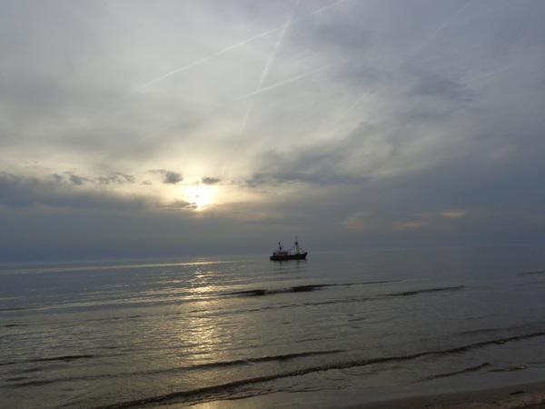 De zonestraal een breek door in mooie wolk de zonestraal een breek door in mooie wolk de zon  in een en Egmond aan zee  #buienradar