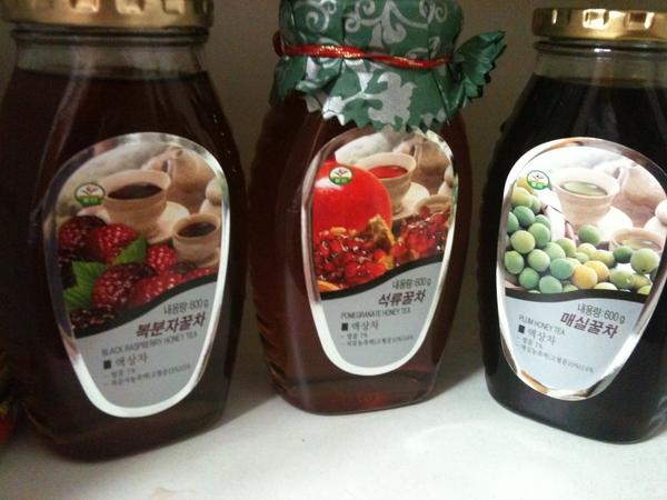 이번에 회사서 준 꿀. 복분자 꿀이랑 매실꿀로 해장ㅋ