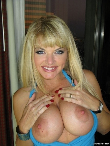 Enjoy! #TittyTuesday #boobs #tits #nipples #sexy #horny #hardcore #nude #Naked #tetas #FF #follow #teamboobie #breasts