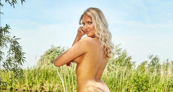 Maak kennis met de #blootgeefster van deze maand: Merlijn uit #arnhem Gefotografeerd door #Renedehaan  #blootgeven #playboy #playboynl #fotoshoot #julinummer #sexy