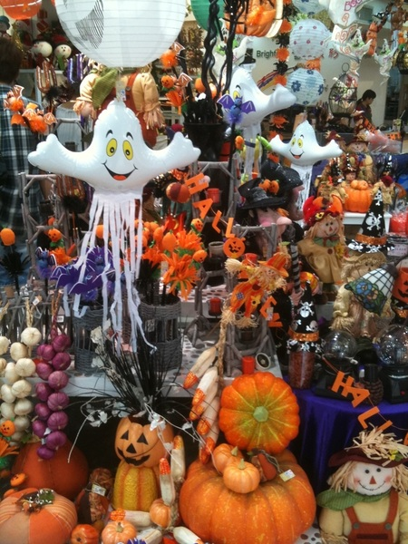 at the mall i saw halloween decorations store until halloween halloween decorations near me - Halloween Decoration Stores Near Me