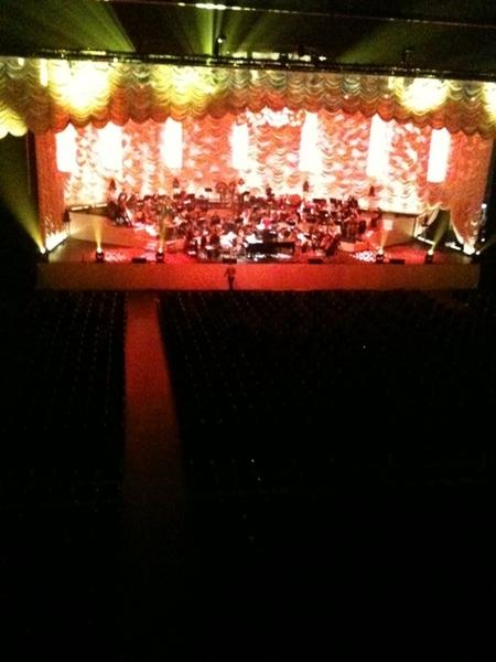Soundcheck Tori Amos & Metropole Orkest. Podium ziet er weer prachtig uit.