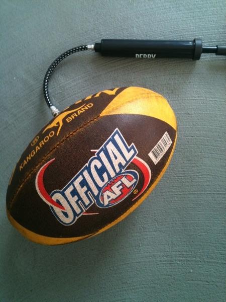 NBA seizoen zit erop, dus mijn rugbybal ff opgepompt ;-)